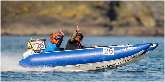 Portsmouth Zapcat Powerboat Crew Give The Thumbs Up